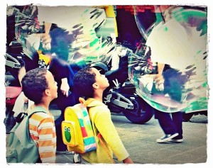Children seeing large bubbles for the first time in Paris, France. (c) Michelle Kenneth